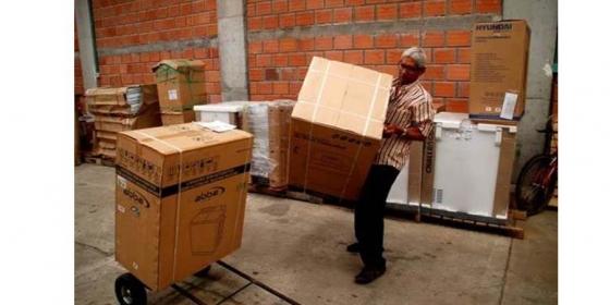 DPS fortalece empresas de pobres y desplazados